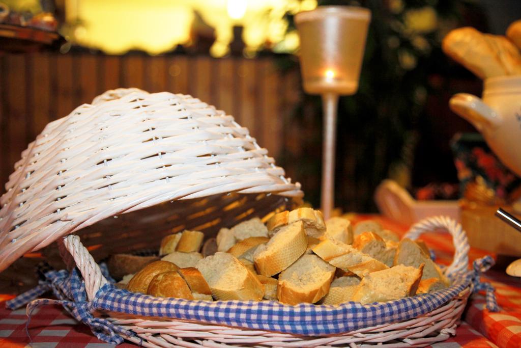 Stokbrood, vers stokbrood, kruidenboter, stokbrood kruidenboter, buffet, feest, Overijssel, Vroomshoop, Lunchroom Bij Saartje