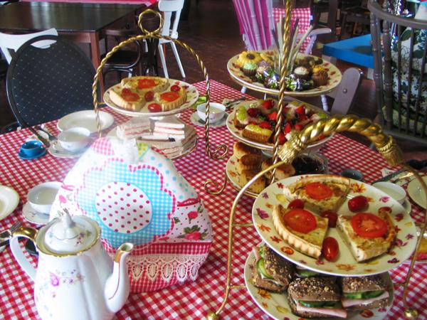 Engelse High tea, groep high tea, grote high tea, Lunchroom Bij Saartje