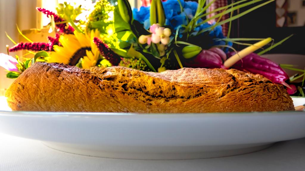 stokbrood, lunchroom bij saartje, bloemen, impressie