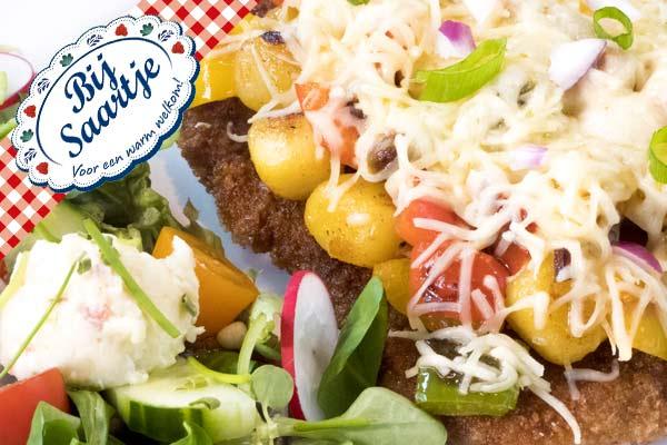 Schnitzel Kaaprika, Schnitzel Lunchroom Bij Saartje, 300 gram schnitzel, grote schnitzel,