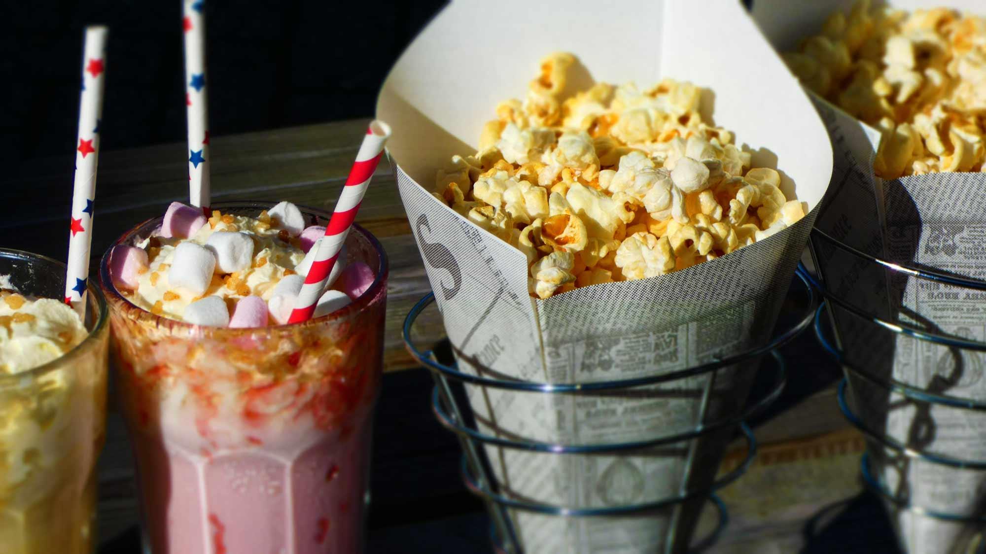 Milkshake en popcorn, Lunchroom Bij Saartje, Foute Amerikaanse High tea, Amerikaanse High tea,