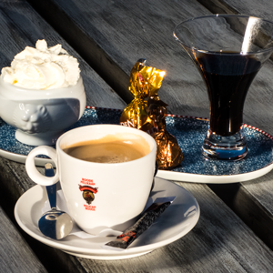 Koffie Kompleet Lunchroom Bij Saartje, koffie met lekkers