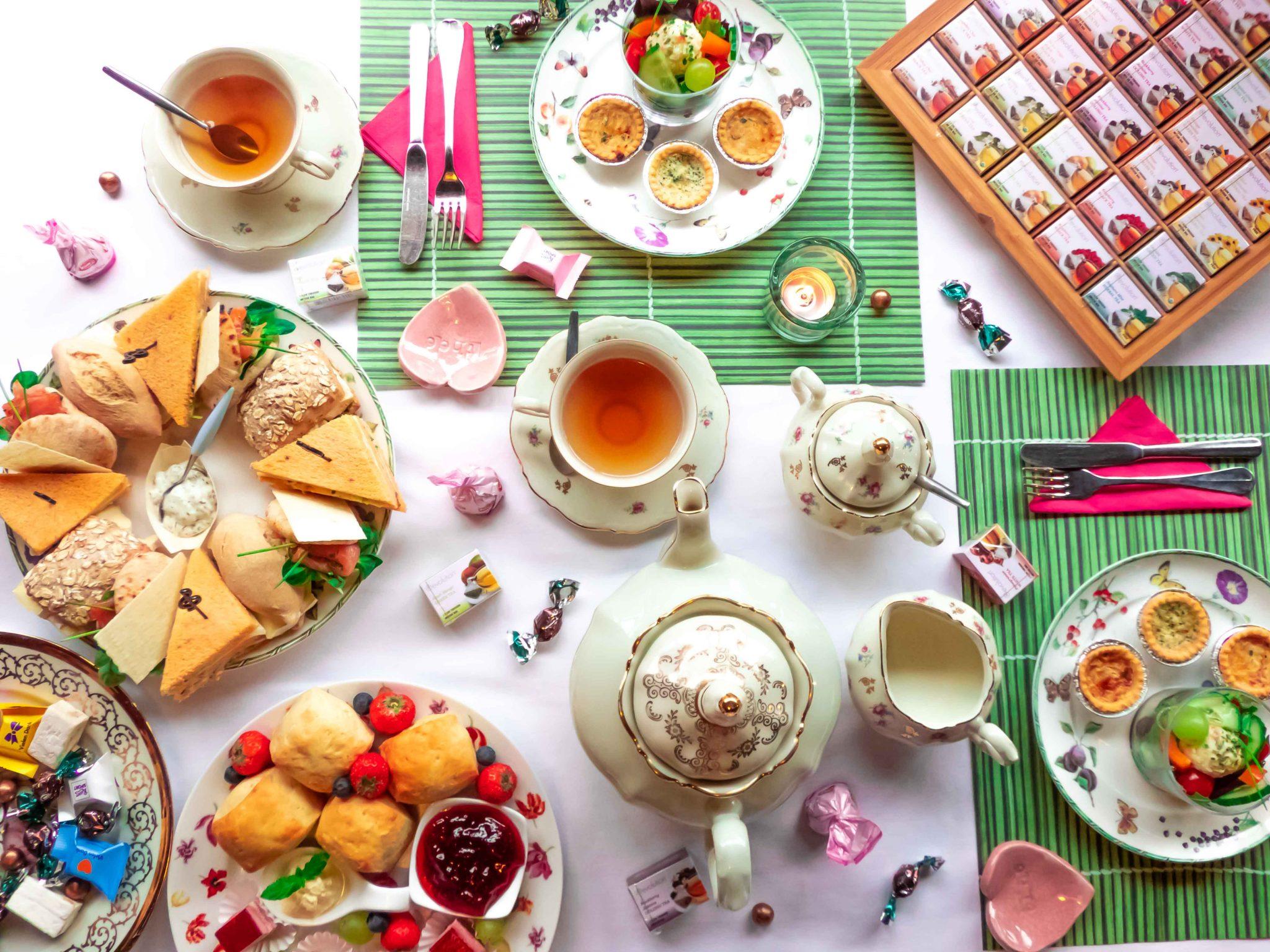 high tea, theetafel, theemaaltijd, Engelse thee