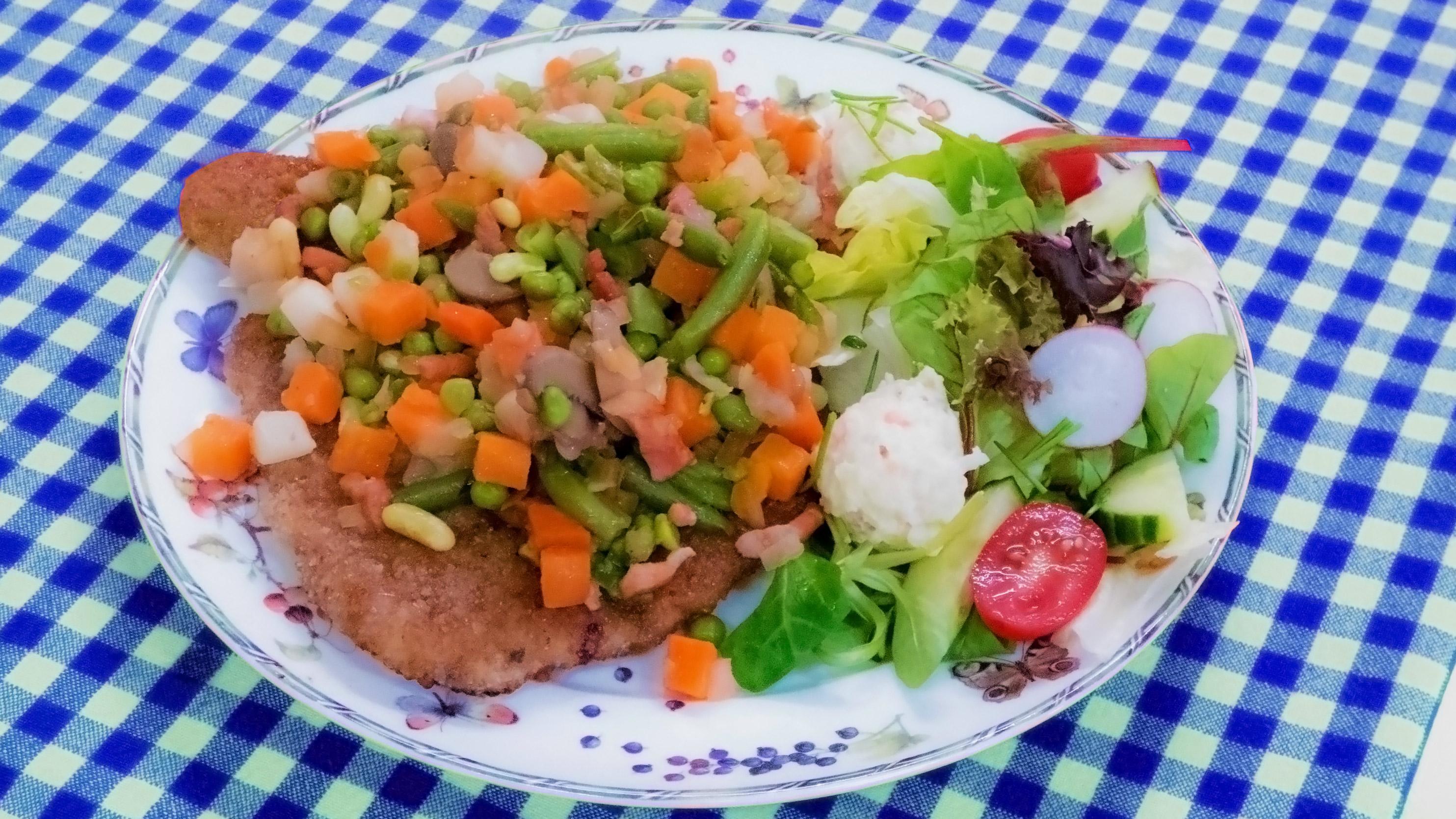 boeren schnitzel; onbeperkt schnitzel; lunchroom; Lunchroom Bij Saartje; schnitzel